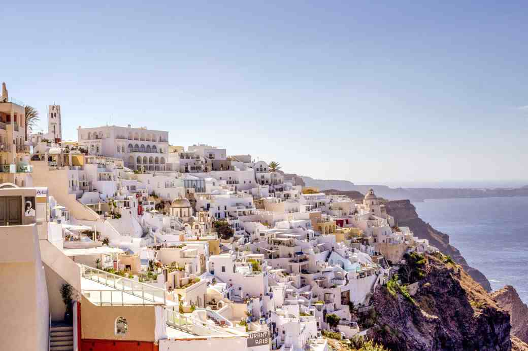 Honeymoon in Fira, Santorini - www.lauraenroute.com