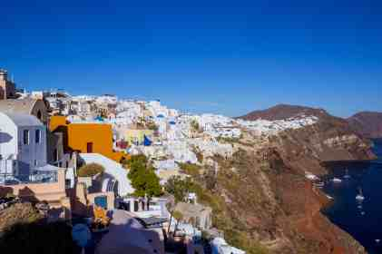 Hike from Fira to Oia - www.lauraenroute.com