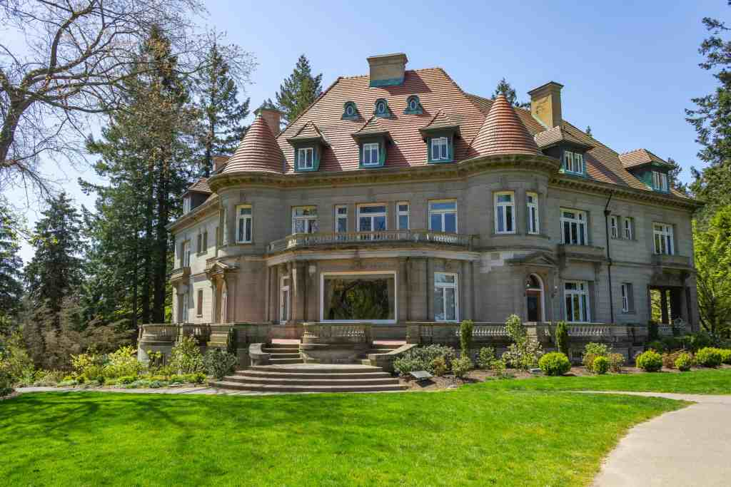 Pittock Mansion - How to Spend a Long Weekend in Portland - www.lauraenroute.com