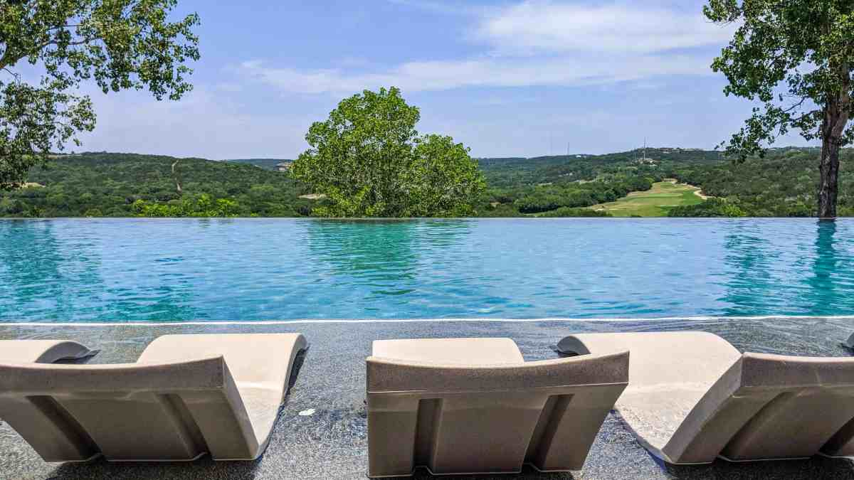 How to Spend a Daycation at a Luxury Resort