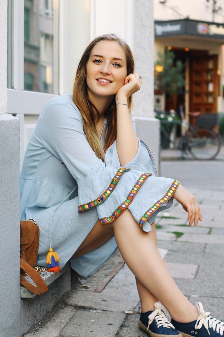 lauraherz_fashionblogger_munich_hippiedress_glamorous_emuaustralia_espadrilles