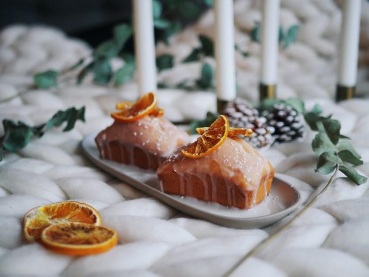 Mini Zitronenkuchen mit getrockneter Orange und Kokosraspeln