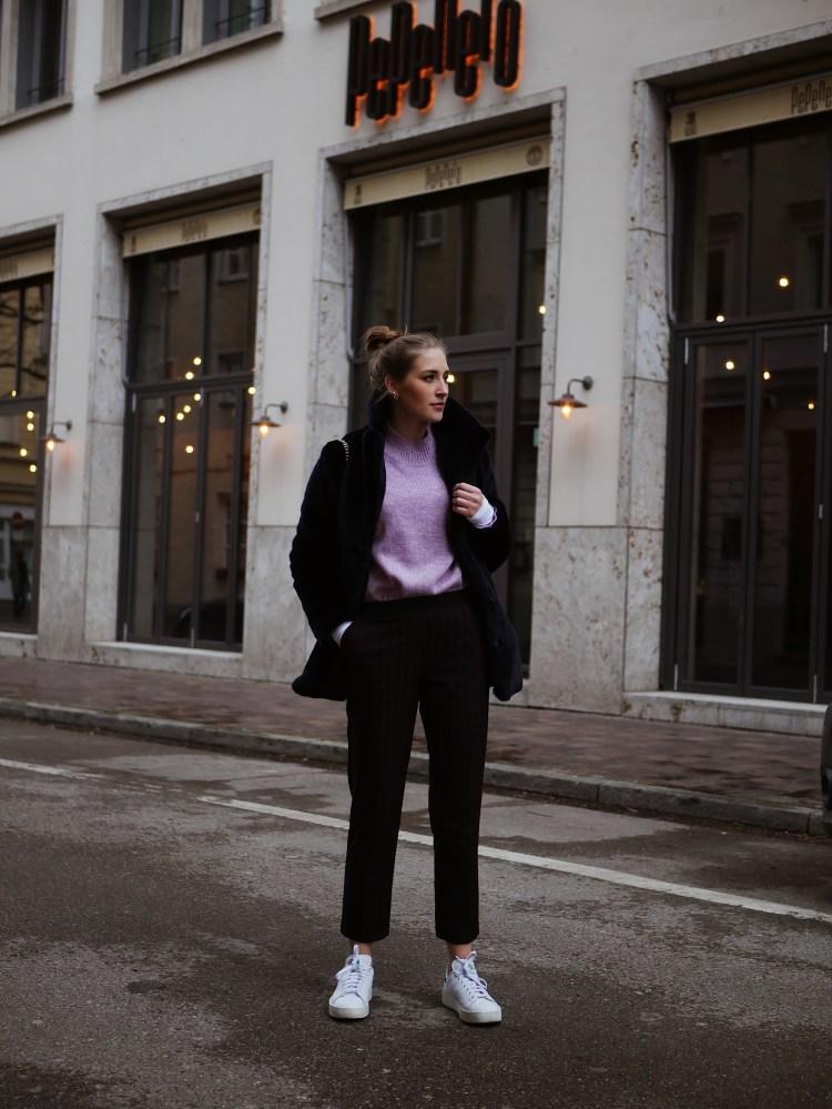 Lexington Pastel Mohair Sweater, Anzughose, Max und Co. Blasebalk Tasche und Stan Smith Bold Sneaker