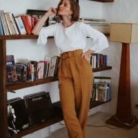 Weite Leinenhose, Bluse mit Stickerei und Superga Schuhe