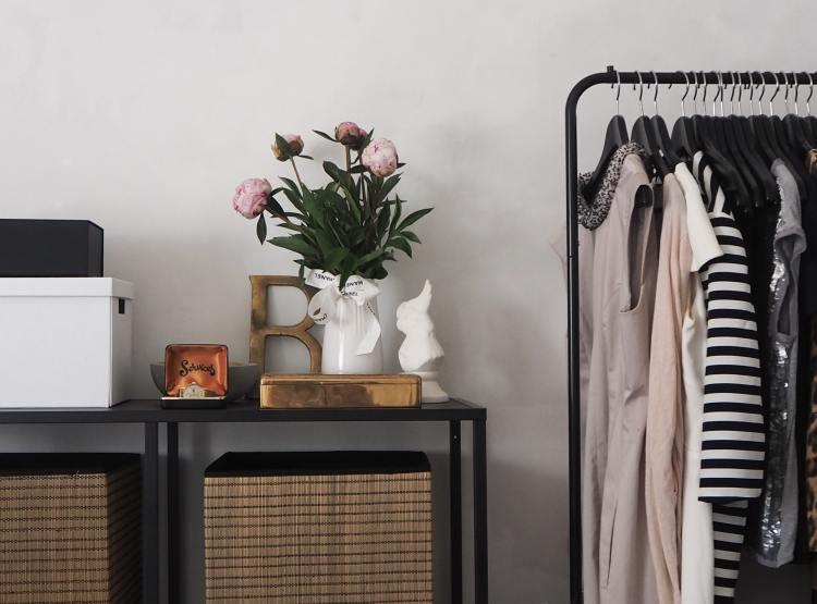 Kleiderschrank ausmisten Social Distancing