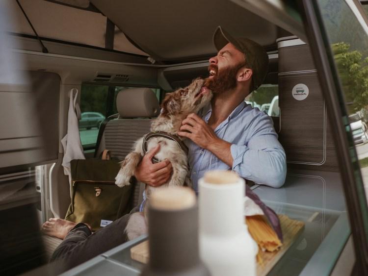 Mit Hund und Camper verreisen