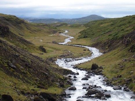 Sehr ihr, wo der Fluss aufhört? Da kamen wir her