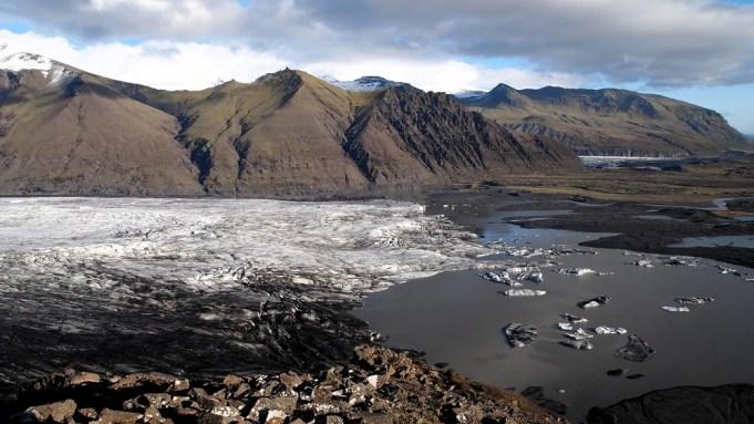 Skaftafell-Nationalpark: Das Eis von hier bis zur anderen Seite ist über 2 km lang.