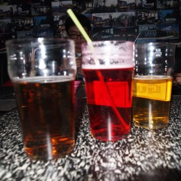 Berliner Weiße in Reykjavik! Eigentlich habe ich die Barfrau nur gefragt, ob sie mir normales Bier mit irgendeinem Fruchtsirup mixen kann. Sie fand die Idee zwar komisch, hat es aber gemacht :D