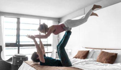 Laura Kassab e namorado no hotel Esplendor em Montevideo