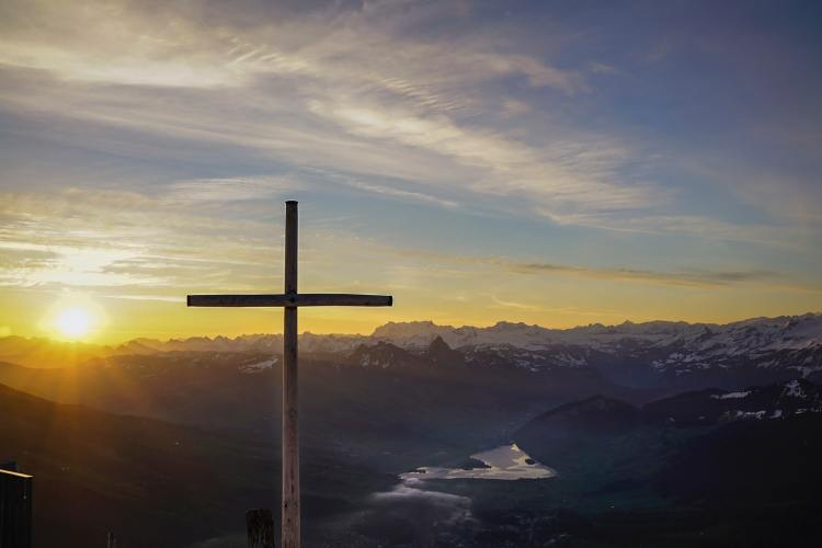Cross Photo by Hugo Fergusson on Unsplash