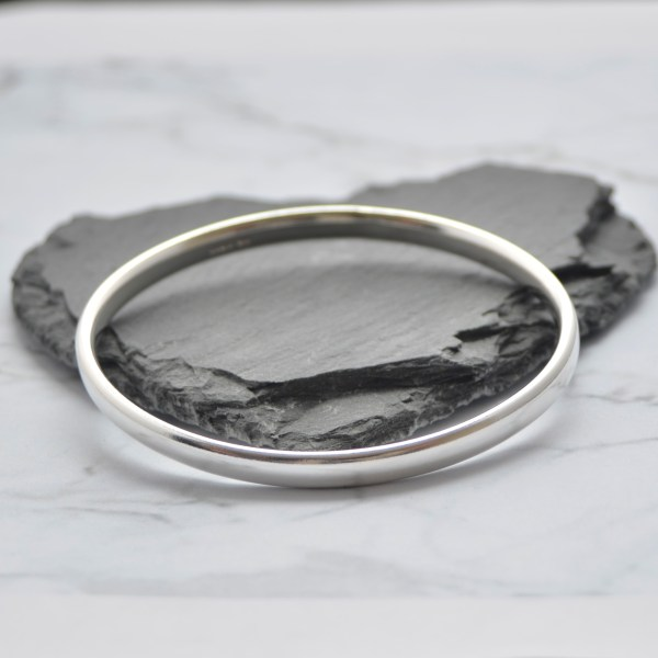 Oval solid silver ladies bangle made in Basingstoke by Laura Llewellyn Design