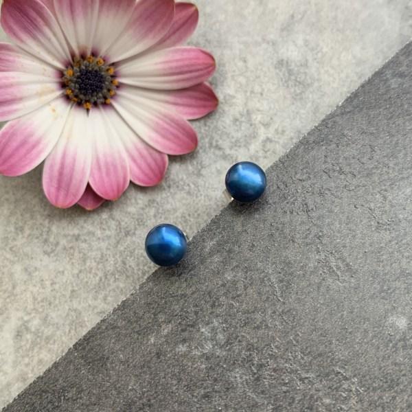 Blue pearl stud earring