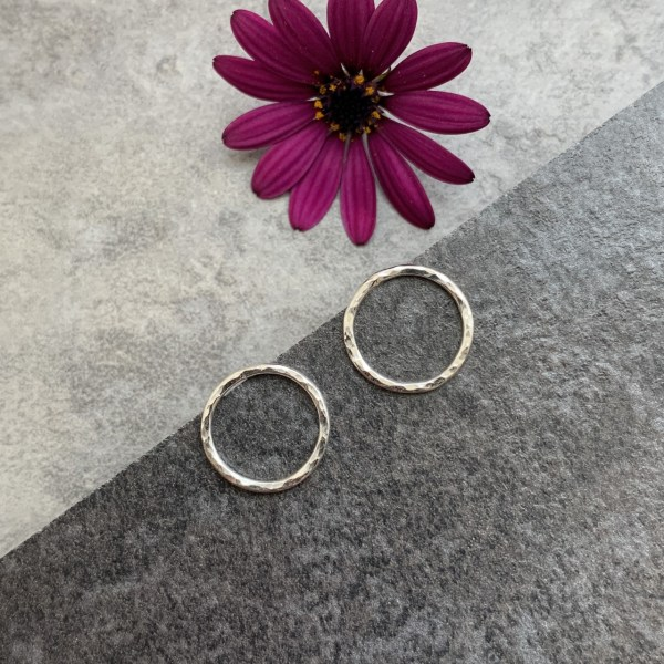 Small circle hammered stud earrings