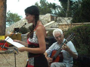 laura mequinenza recitando en la Fuestera Benissa el arbol con Joaquin bosca