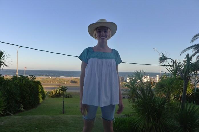 Esta humilde servidora frente a la playa de La Barra