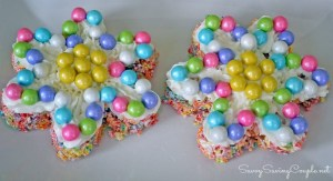 http://savvysavingcouple.net/2014/03/27/fruity-marshmallow-rice-flower-treats-featuring-sixlets-glutenfree/