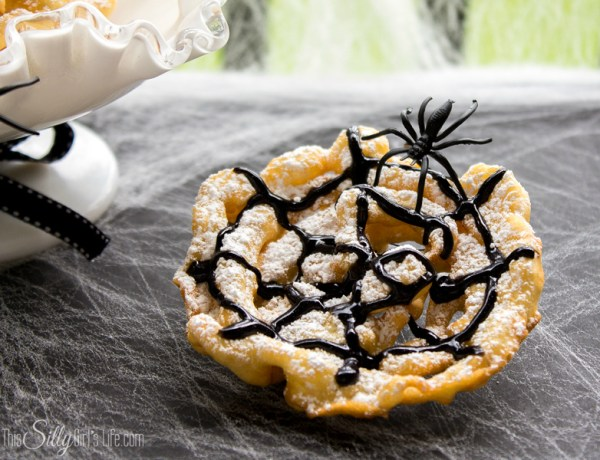 Crispy Spider Webs 21 Halloween Party Treats www.lauraslittlehousetips.com