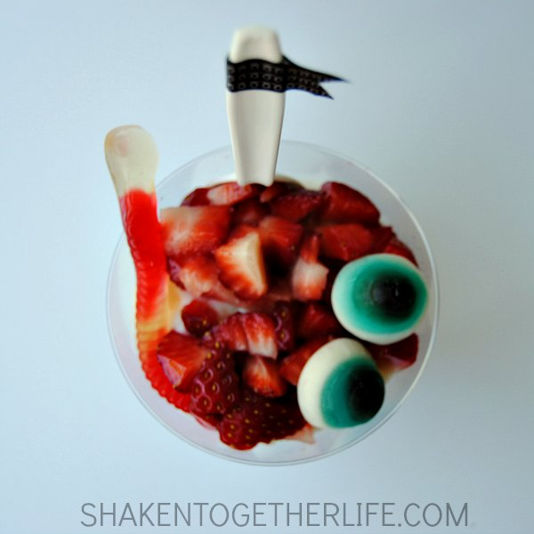 Scary Berry Halloween Parfaits 21 Halloween Party Treats www.lauraslittlehousetips.com