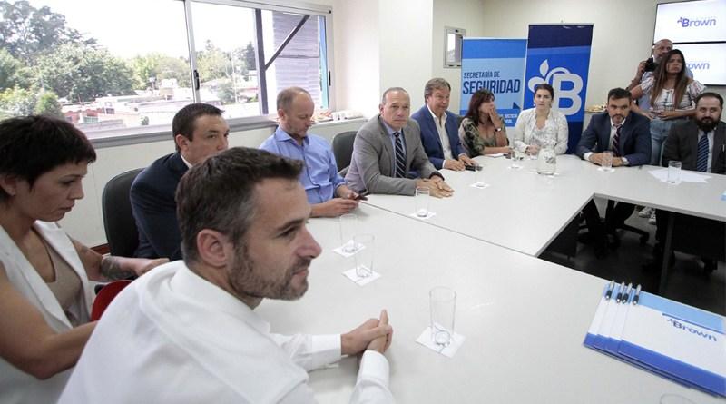 Encuentro sobre seguridad entre en el COM de Alte Brown entre Cascallares, Sergio Berni y 12 Intendentes