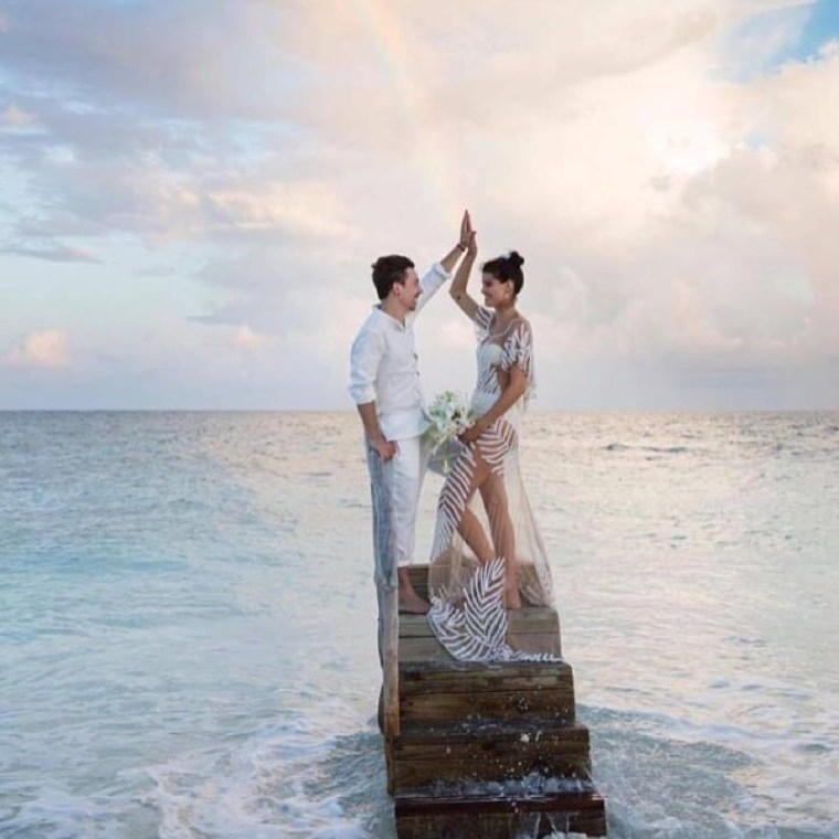 Isabeli Fontana's beach wedding dress