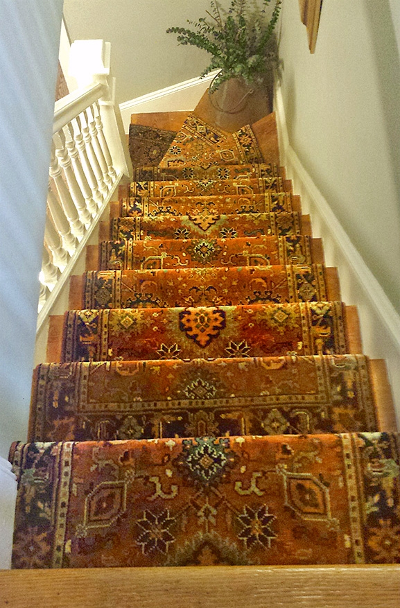 Stair Runners And The One Fiber You Should Never Use | Best Patterned Carpet For Stairs | Modern | Foyer | Vintage | Stair Triangular Landing | Well Fitted