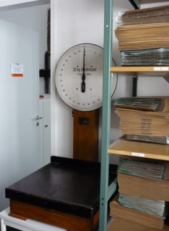 beautifully made old fashioned scale with dial to show weight