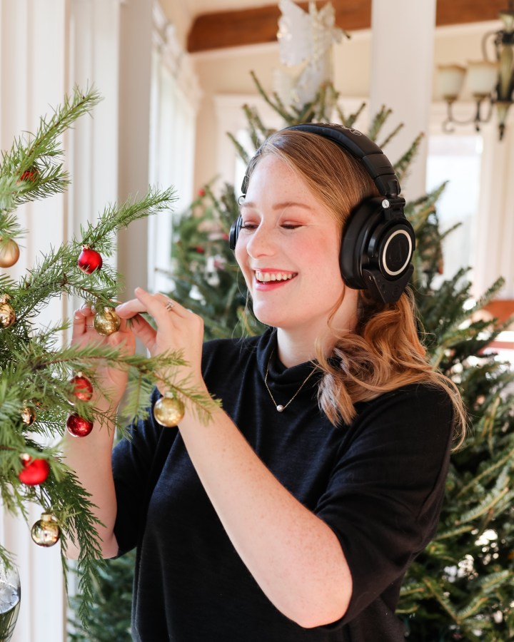 A  Laurel Meets Rose Christmas Playlist :: My Free Gift for You!