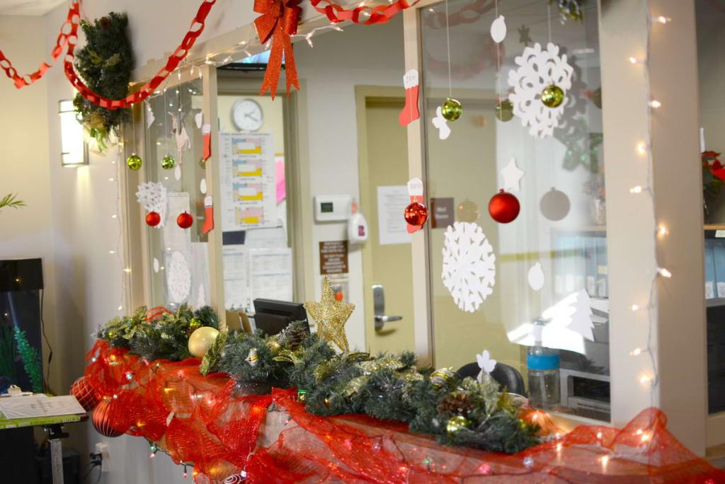 Holiday Decorating at Laurel Place
