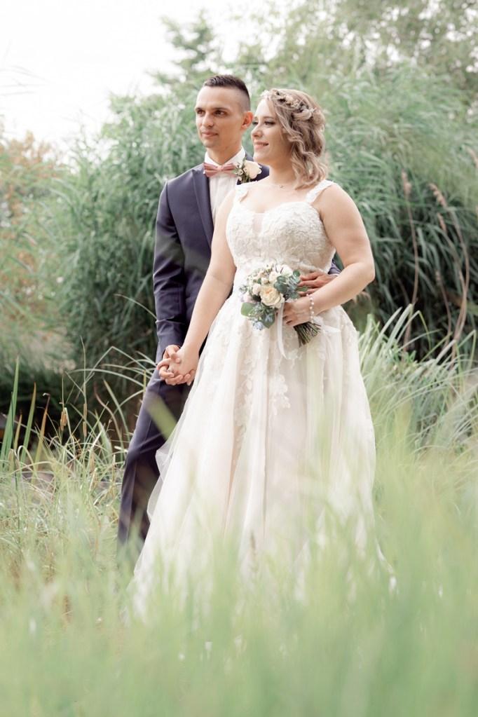séance couples nature dans le parc du Jardin des Traces d'Uckange