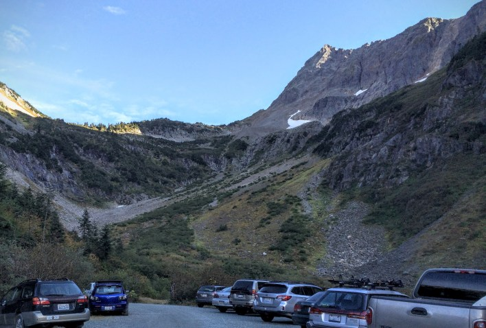 Cascade Pass from the trailhead parking lot