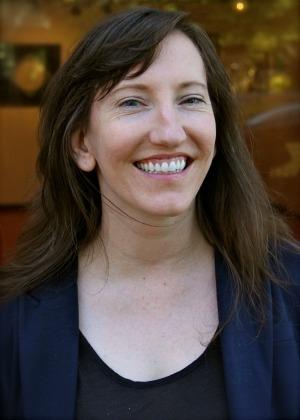 Melanie Lockert Headshot 300 X