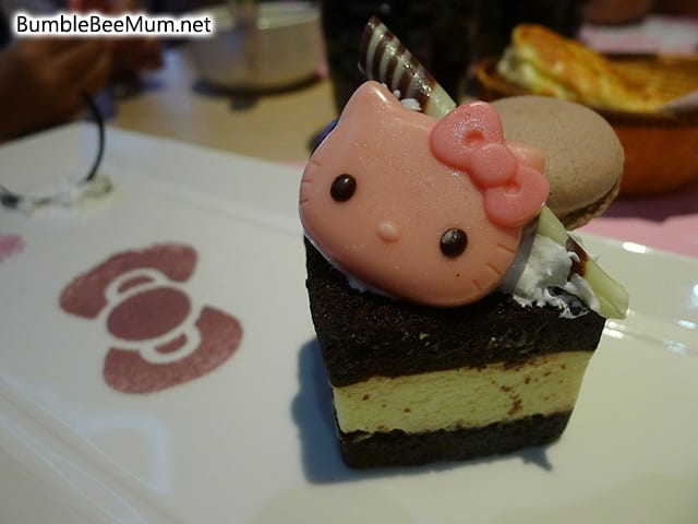 Hello-Kitty-Cafe-Kitchen-Dining-Taipei-Taiwan-Review-26
