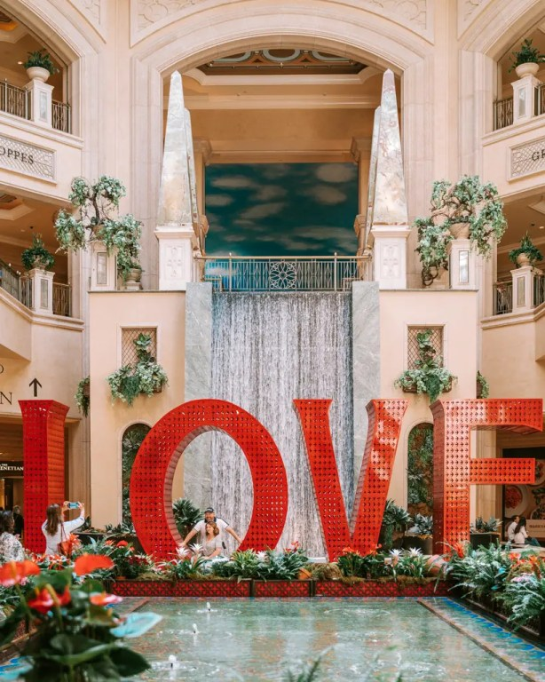Las Vegas - LOVE Sign at Grand Canal Shoppes