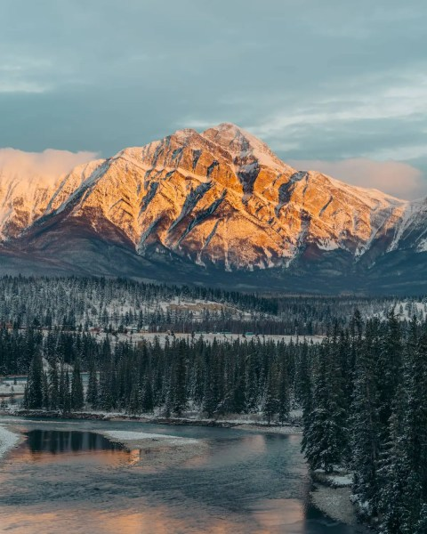 Athabasca River, Jasper, Pyramid Mountain sunrise, Old Fort Point