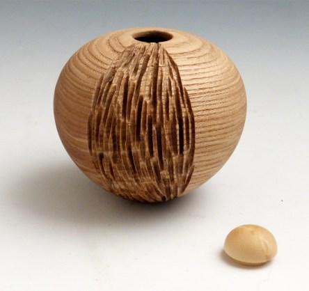 Vase sculpté