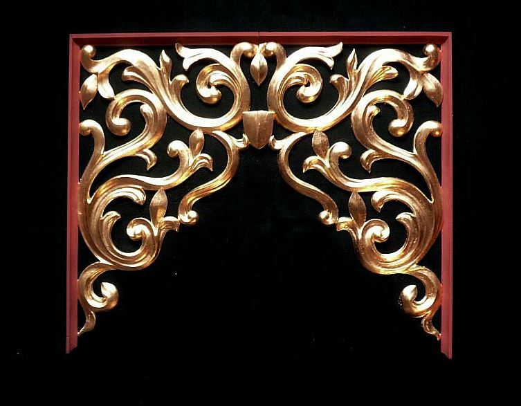middle flat, carved and gilded pipe shades  in lime wood in heraldic style by Laurent Robert Woodcarver