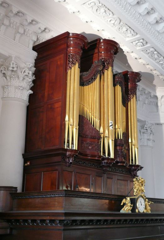 St Paul's Deptford church in London, pipe organ case 1735 restoration, organ case complete, Laurent Robert woodcarving