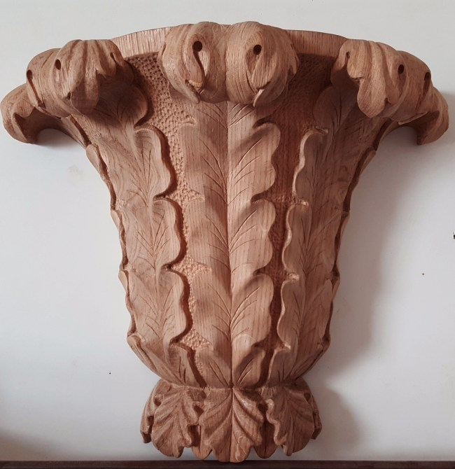 cul-de-lampe carved in oak