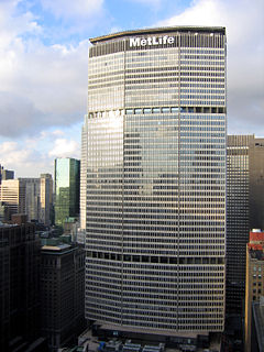 240px-Walter_Gropius_photo_MetLife_Building_fassade_New_York_USA_2005-10-03