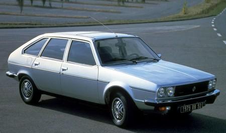 renault 30 1975 1983 l 39 automobile ancienne. Black Bedroom Furniture Sets. Home Design Ideas