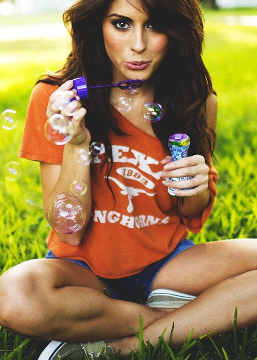 dream girls making bubbles photos1.0
