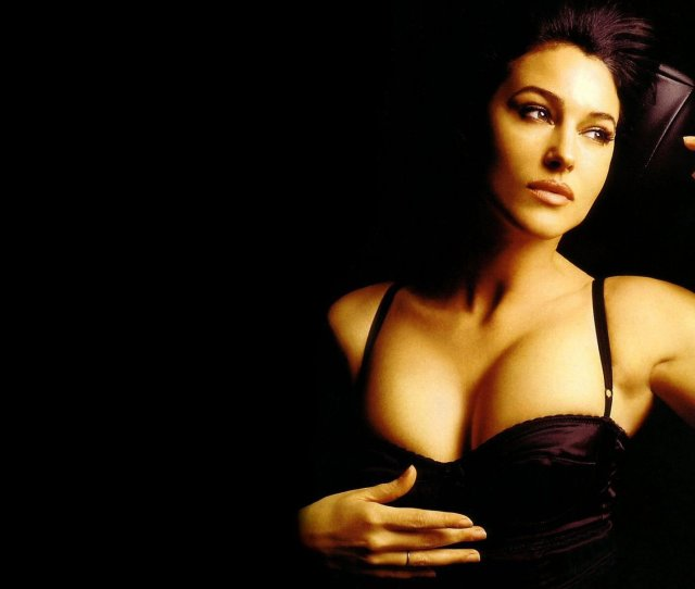 Sexy Monica Bellucci Hd Wallpaper 5