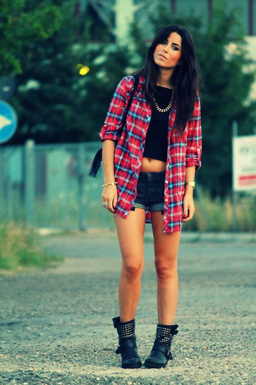 6 easy ways to wear your flannel shirt perfectly for Girl in flannel shirt
