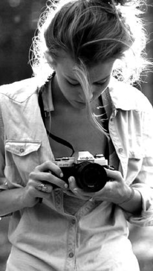 girl with camera photo black and white 01