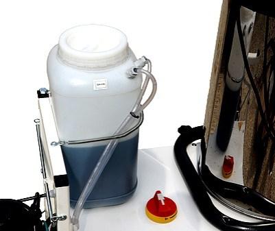 Injecteur de produit (dans eau ou vapeur) (detregent ou cires)
