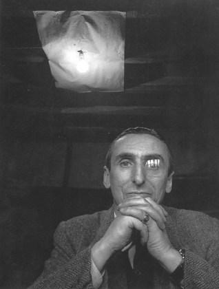 El crítico de arte francés Michel Tapié (1909 - 1987)