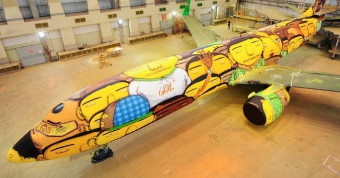 """Avión de la Selección Nacional de Brasil, pintado por los artistas """"Os Gemeos"""""""
