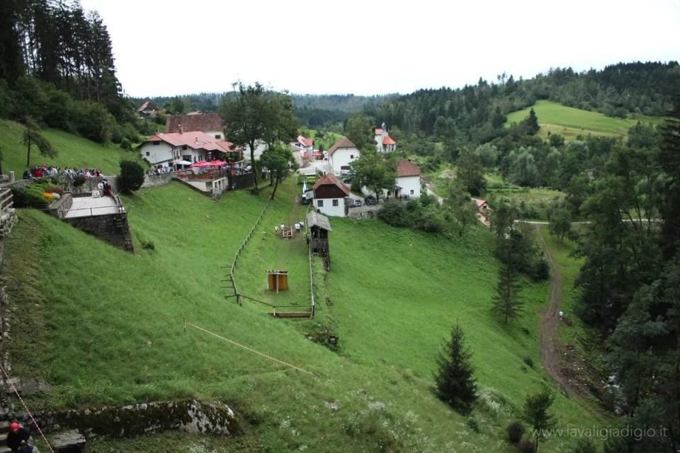 castello di predjama slovenia prato