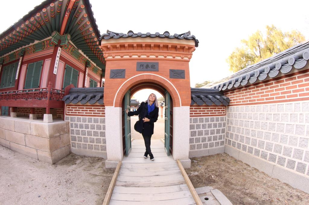 gyeongbokgung palace girl